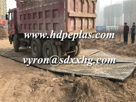 Heavy duty ground protection UPE mats in construction site
